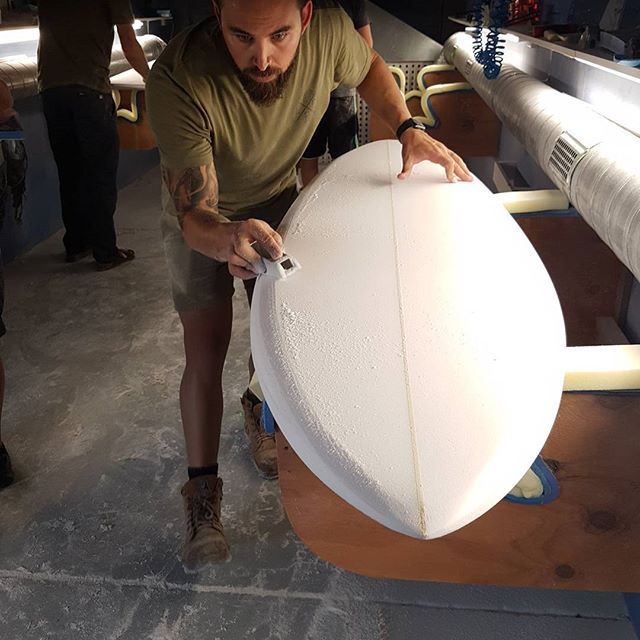 Kane week 1 shaping up a 6'4 single fin. This thing came out insane check next week for the tint job his doing.