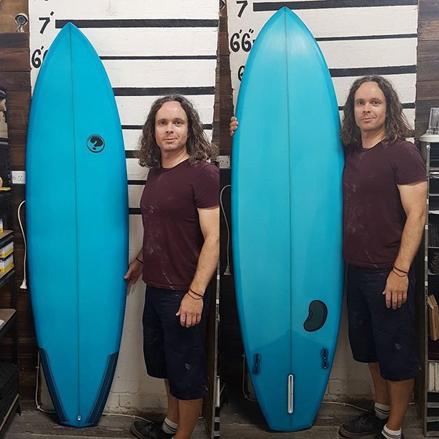 Ryan finished up with his amazing 7'0 hybrid. Full blue cutlap tint with a 2+1 fin setup. This beast of a board came out unreal. Good work Ryan.