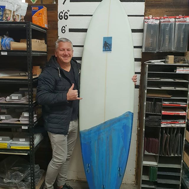 Brett shouted himself a golden ticket for Julys course. He whipped  up this amazing 7'3 all rounder with a marble  bottom tint. Super clean shape and an outstanding  glass job. Well done mate.