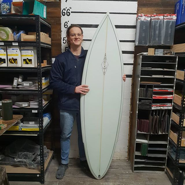 Harry was lucky enough to have Rousa teaching him all about single fins. The shape is from an old MP template this thing is a weapon.  Single  flyer straight single fin shooter should  go like the clappers.