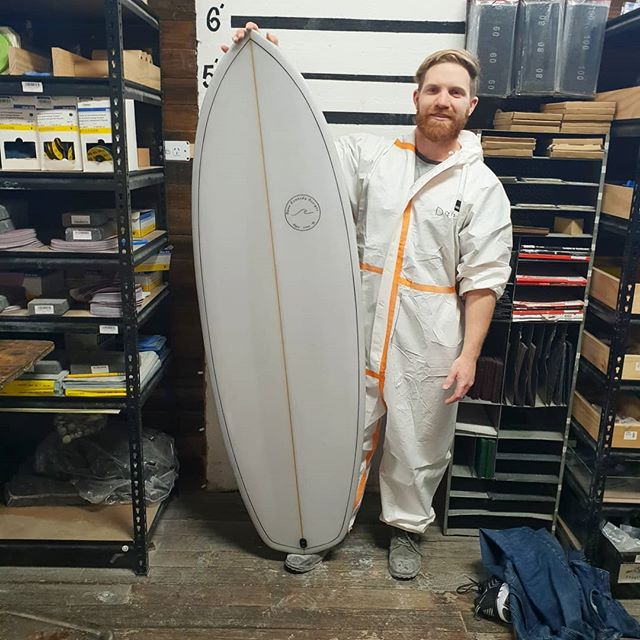 Dane finished up with a little 5'7 Groveller with a light transparent Greg cut lap with a fin line black pin. This board came out like it should be on the rack in my shop. Amazing first crack at a full cutlap tint. A big well done.